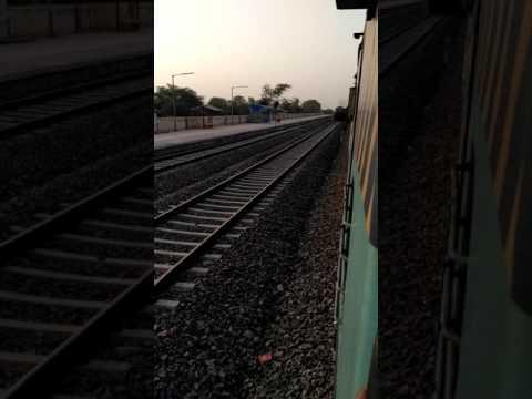 Sri ganganagar-kota Express entres dholipal station
