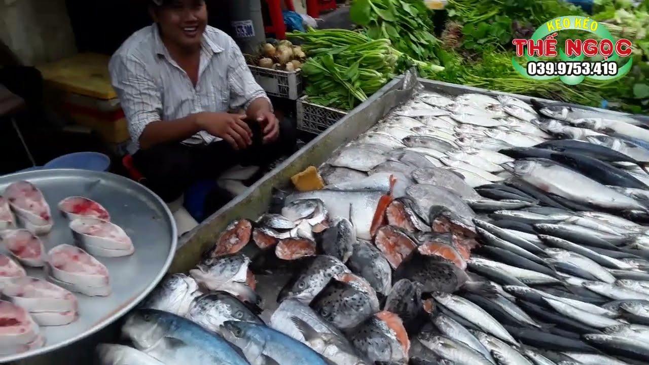 Bé Gái Hát Rong tại Chợ Bình Trị Đông Cực Hay - Xin Em Đừng Khóc Vu Quy &  Lạy Phật Quan Âm - Kẹo Kéo - YouTube