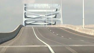 Huge 400-foot sag closes major Wisconsin bridge