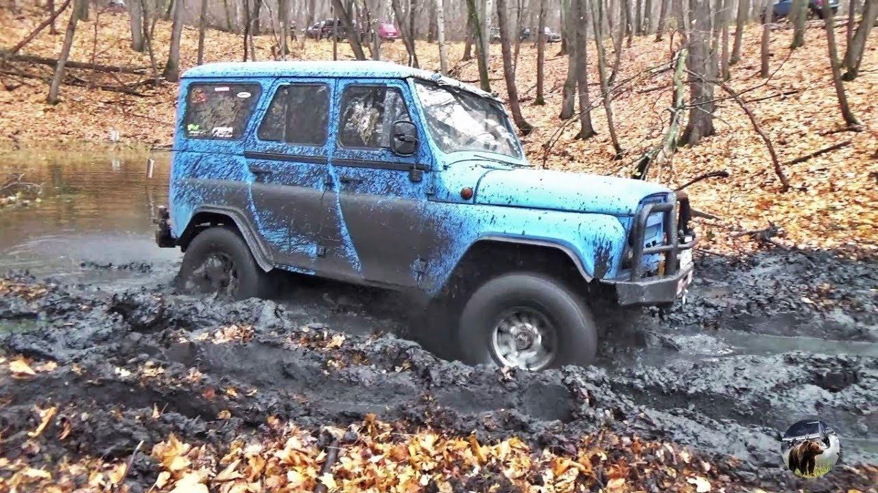 УАЗ против Нивы в грязи болотца