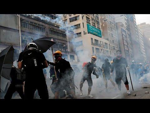 شاهد: شرطة هونغ كونغ تطلق الغاز المسيل للدموع لمواجهة قنابل المحتجين…  - نشر قبل 31 دقيقة