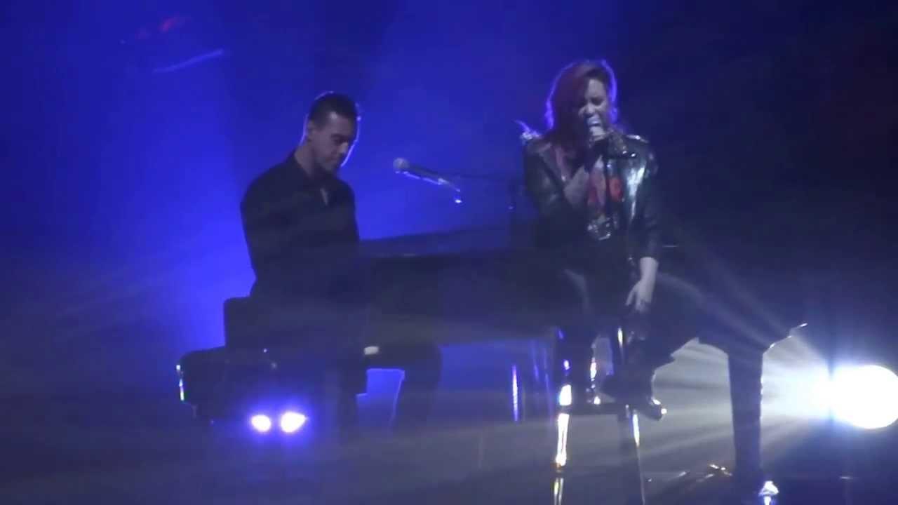 Download Demi Lovato - Nightingale (Neon Lights Tour - Tampa)