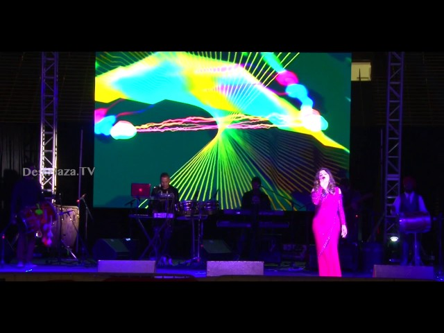 "Kanika Kapoor live performance of ""Masth Kalandar"" song"