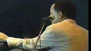 Play No Hay Cama Pa' Tanta Gente (live)