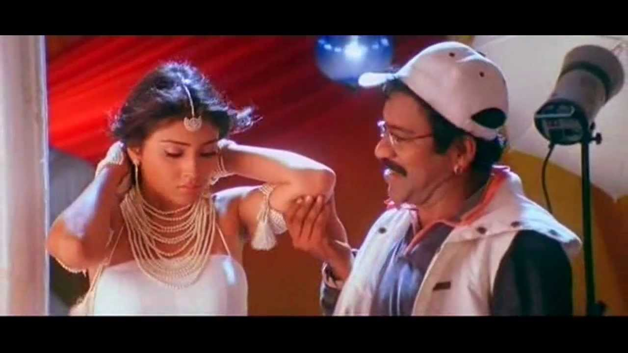 Shriya Saran Hot Kissing