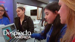 Video Un curso que enseña a jóvenes latinos a programar y diseñar computadoras download MP3, 3GP, MP4, WEBM, AVI, FLV April 2018