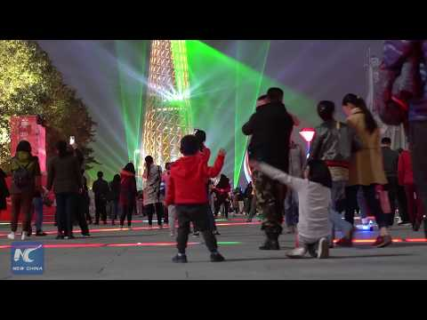 300 drones send New Year greetings in Guangzhou, China