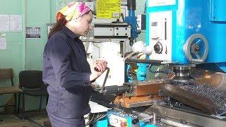 Зразок робочого колективу. Жіноча бригада токарів цеху № 10 ВСМПО