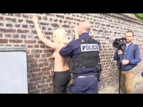 الشرطة بالمرصاد لناشطات -فيمن- في أراضي مارين لوبان