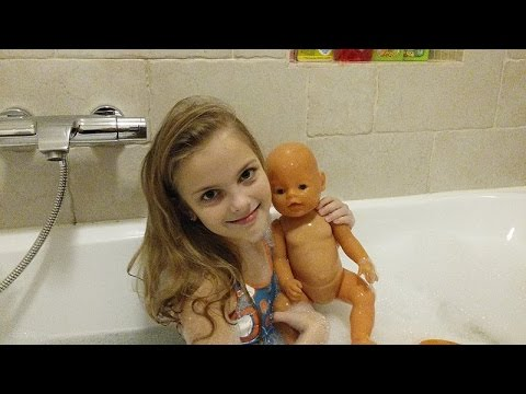 Купаюсь в ванне с БЕБИ БОРНом - VLOG bathe in the tub with my favorite toys Baby born and have fan