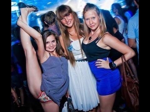 devchonki-v-klube-tantsuyut-topless-seks-teshami-sisyastimi