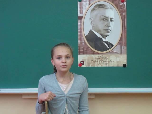 Изображение предпросмотра прочтения – КаринаРешетнёва читает произведение «Не пугай меня грозою..» И.А.Бунина