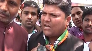 Yogi Adityanath's supporters demonstrate demanding that Adityanath be made UP CM