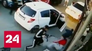 Смотреть видео На парковке кинотеатра во Владивостоке произошла перестрелка - Россия 24 онлайн