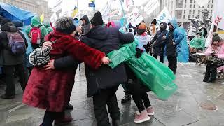 Зажигательные танцы активистов SaveФОП перед маршем 28 января 2021 г