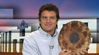 Dr Charley Lineweaver explains partial eclipse