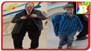 Ce a patit Bogdan in imparatia oglinzilor strambe  Bogdan`s Show. Incearca sa nu razi