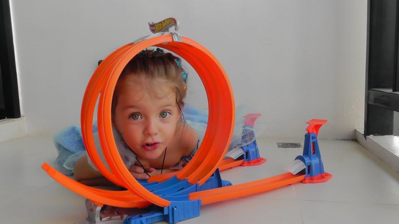 Hot Wheels гоночный трек Хот Вилс Обзор игрушек Катя - Золушка Super score Speedway Toys review