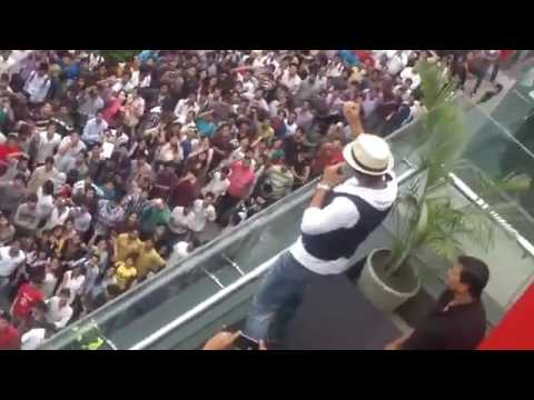 Shahrukh Khan Performing Live In DB City Mall SRK Amazing performance