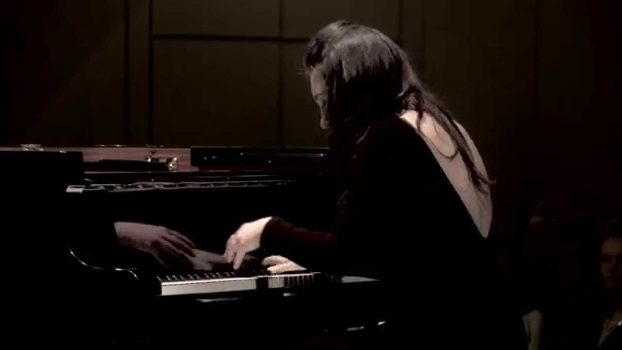 Claude Debussy 'Clair de Lune' performed by GéNIA