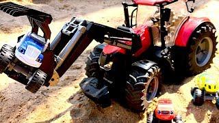 Вспыш, Крушила и машинки Bruder. Большой красный трактор, стройка и домик. Игры в песке