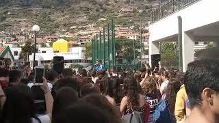 Youtuber e artista de hip-hop Waze na Escola de Machico