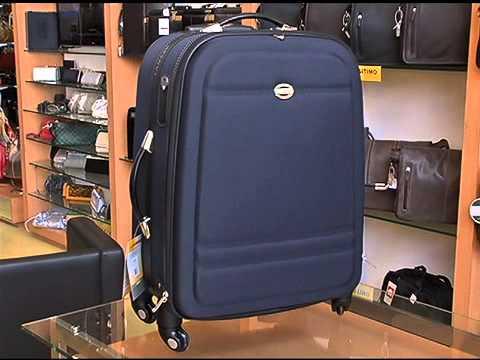 6947718e5 Darco Moema com mala de viagem Lansay que gira em 360° em promoção! -  YouTube