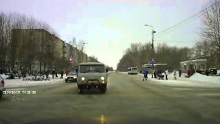 ДТП в Северодвинске 04 02 2014(Аварии на дорогах видео http://zonadtp.ru., 2014-02-05T08:05:39.000Z)