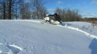 переделанная снегоход  рыбинка буксуем на подьеме в пухляке...