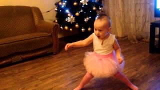 Дети танцуют 1.7г(Каролина танцует под Gangnam Style, 1.7г., 2013-01-04T19:38:10.000Z)
