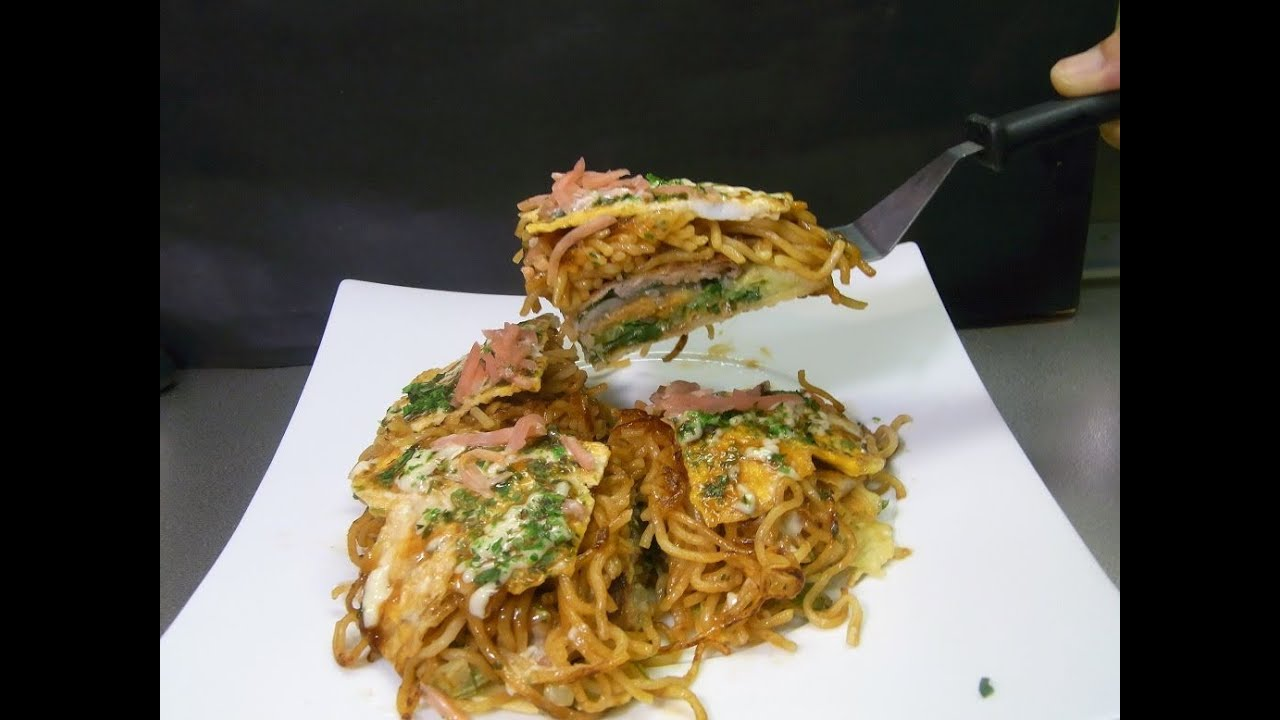 How to make Hiroshima style Okonomiyaki 広島風お好み焼き ...