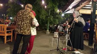 Download Video Kakek dan nenek Romantis . MP3 3GP MP4