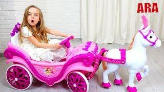 Ulya يلعب مع عربة الأميرة