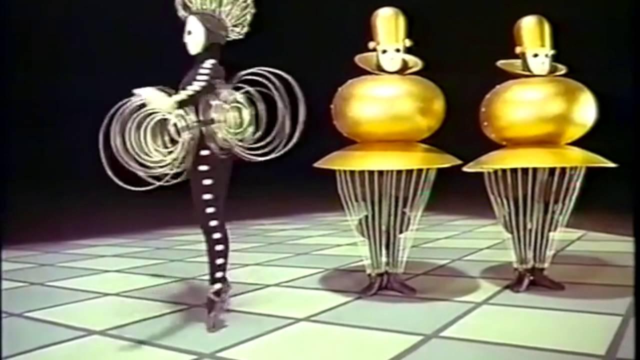 bron 3 oskar schlemmer triadisch ballet youtube. Black Bedroom Furniture Sets. Home Design Ideas