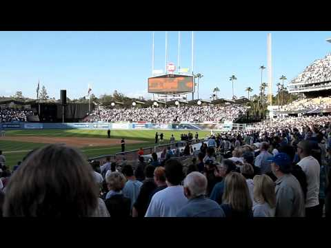 Lin Yu Chun Sings God Bless American @ Dodger Stadium 【LIVE】