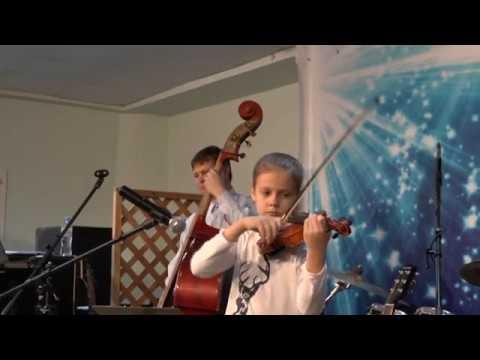 Арина Максименко в сопровождении группы ZZ-Гоп