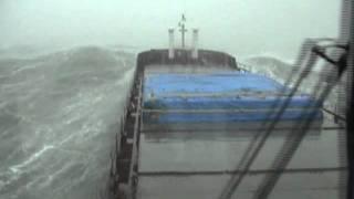 Schiff im schweren Sturm
