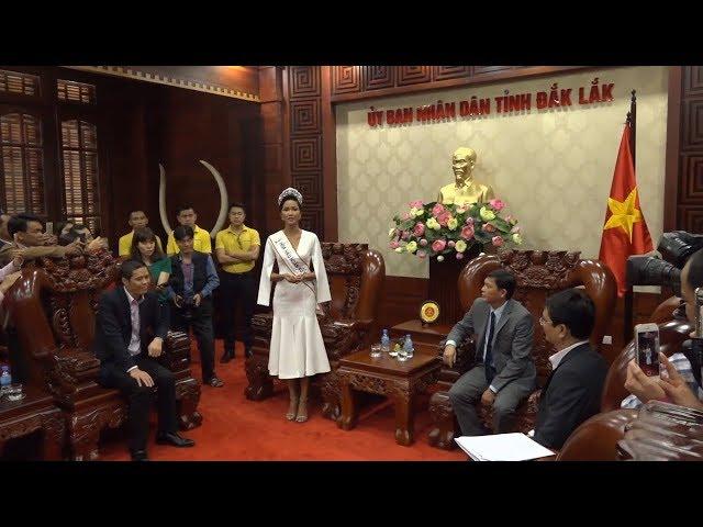 HHHV H'hen Niê xúc động chia sẽ tại buổi trao tặng bằng khen của UBND tỉnh Đăk Lăk