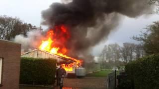 Brand Aldtsjerk schuur door brand verwoest