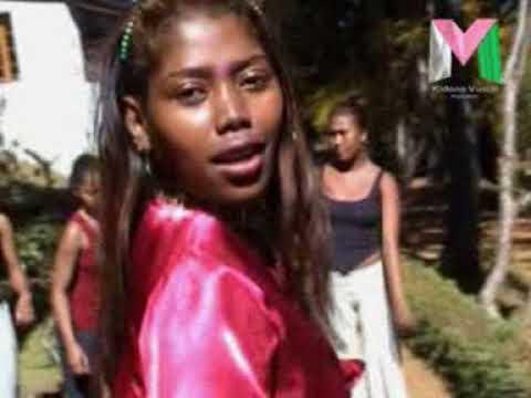 SANDRA   Tsy mora mitady vola kidonavusial clips gasy 2004