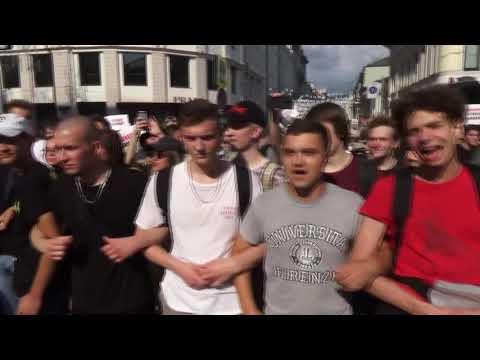 Толпа хулиганов напала