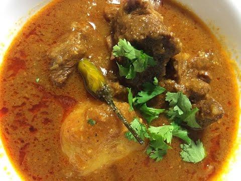 Aloo Gosht Salan (Meat and Potato Curry)