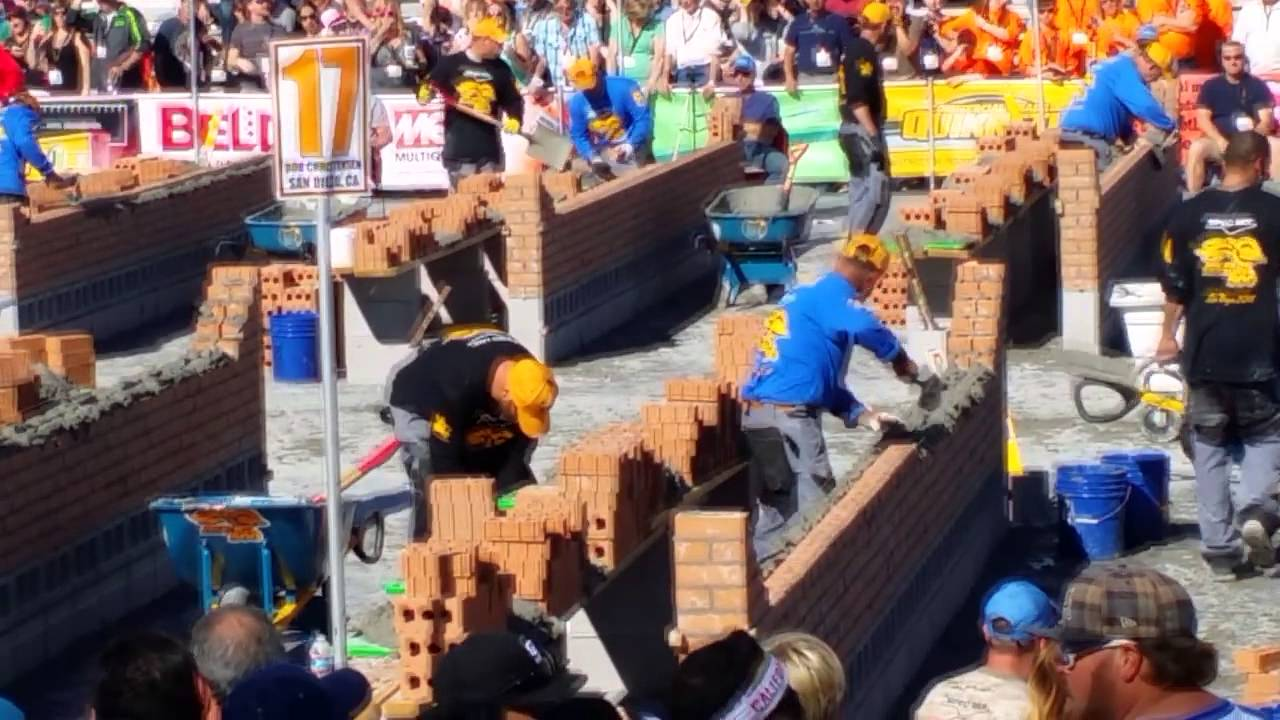 Human Vs  Robot: Bricklaying Robot Can Place 1,000 Bricks an Hour