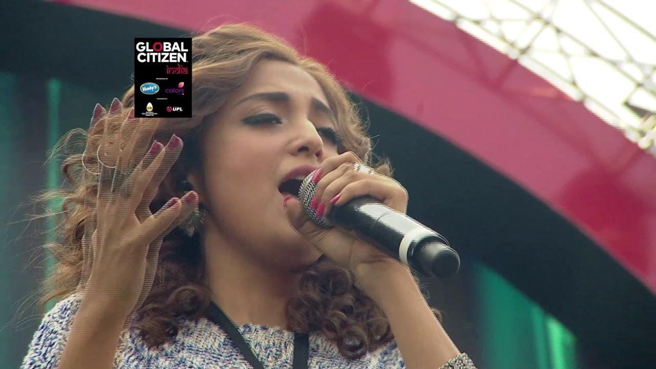 b29cd1f3dd4 Coldplay rocks Mumbai - YouTube