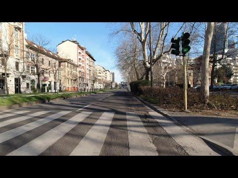 Coronavirus, Milano in camera-car: la città libera dal traffico, quasi nessuna auto in circolazione