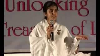 الحكمة في نهاية المطاف إلى إنشاء الكارما الإيجابية - الجزء 1 - BK شيفانى (Hindi)