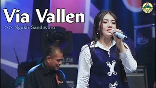 Download lagu Via Vallen - Ngukir Sandiworo   |   Official Video
