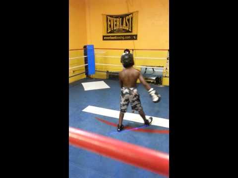 10Yr old Smokey Jefferson sparing boxing