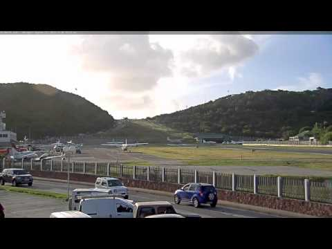 30 minutes at extreme runway airport St Barth's - Airport Webcam Capture