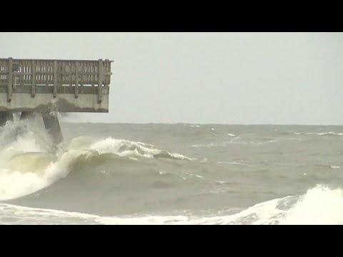 الإعصار ايساياس يضرب ولاية نورث كارولاينا الأمريكية  - نشر قبل 3 ساعة